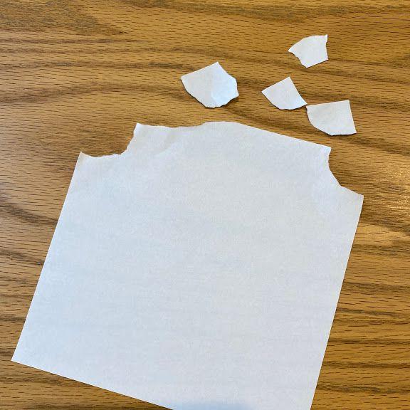 白色の折り紙を3センチくらいに丸くちぎる
