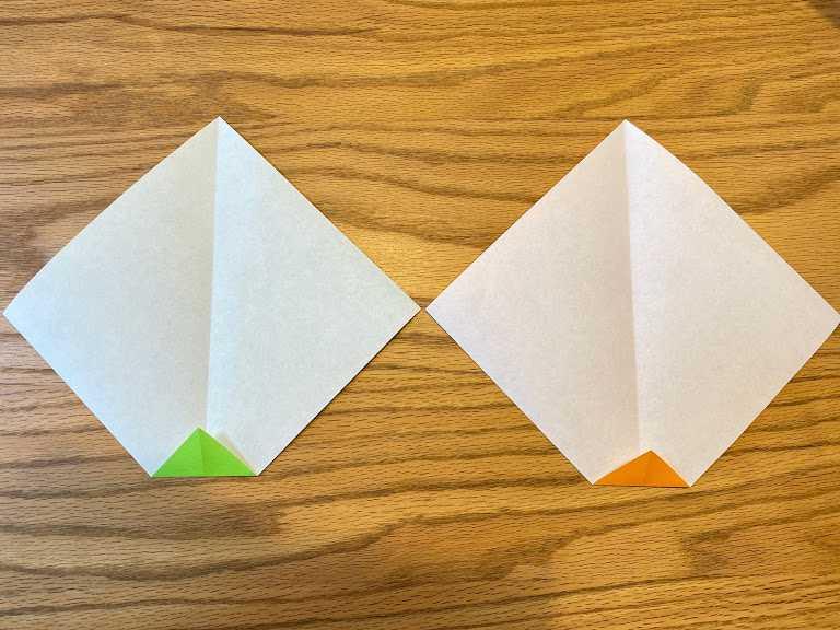 折線のある方の端を小さく三角に折る