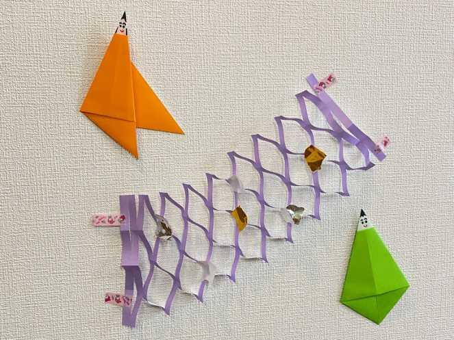 壁に貼った折紙の七夕飾り