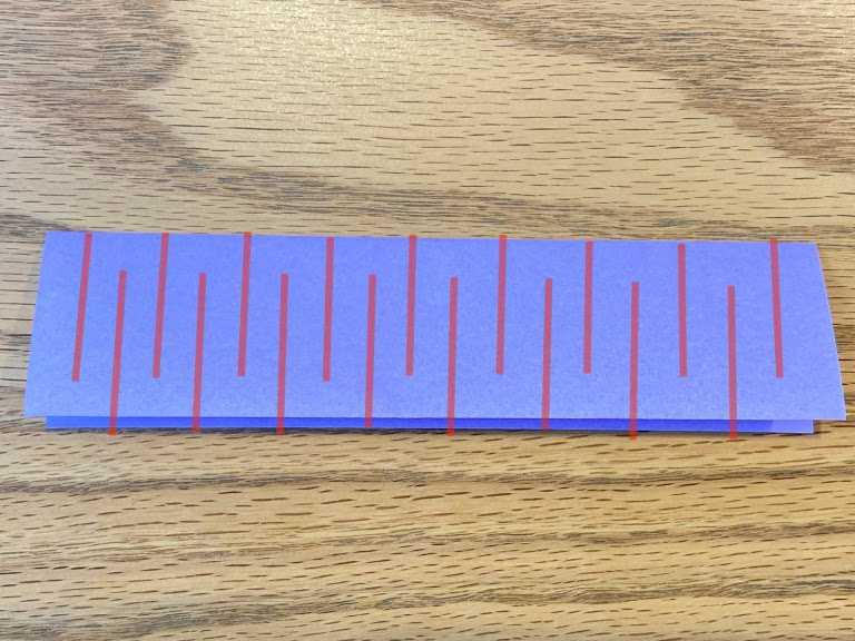 互い違いにジグザグと切る箇所を赤線で表示